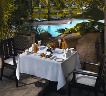 Leela Goa - Desayuno con vista a la piscina
