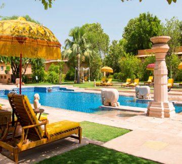 Oberoi Rajvilas - Relax junto a la piscina