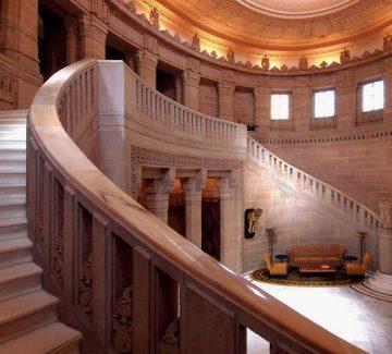 Umaid Bhawan Palace - Gran Escalera