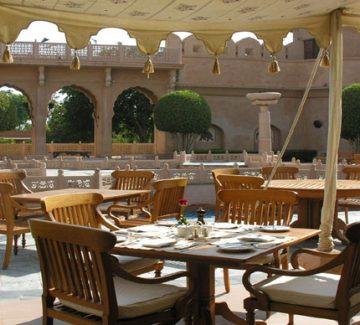 Oberoi Rajvilas - Restaurante exterior