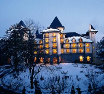 Wildflower Hall - Vista exterior en invierno